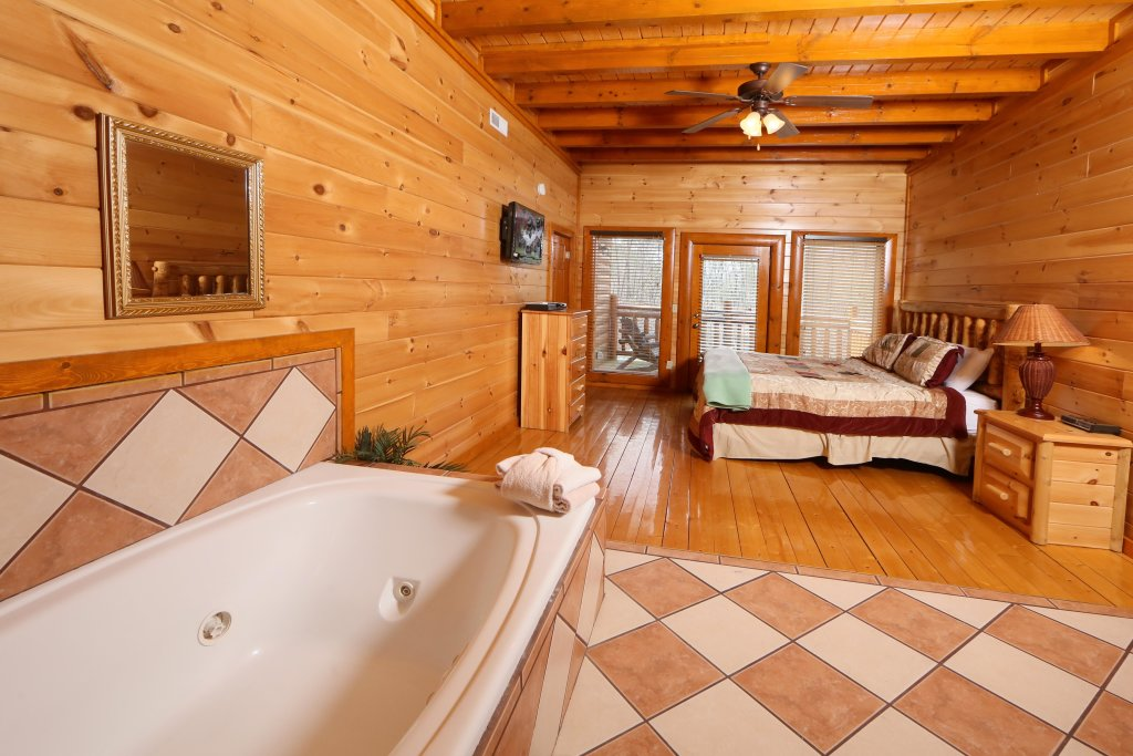 Photo of a Pigeon Forge Cabin named Smoky Mountain Cinema - This is the twentieth photo in the set.