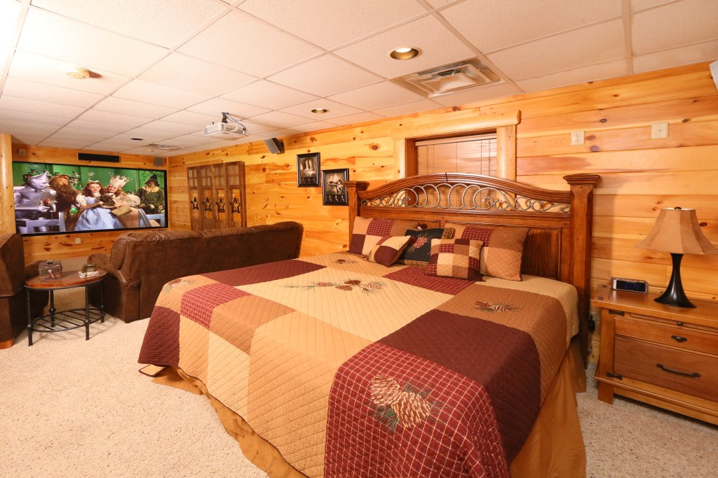 Photo of a Pigeon Forge Cabin named Owlpine Lodge - This is the twenty-fourth photo in the set.