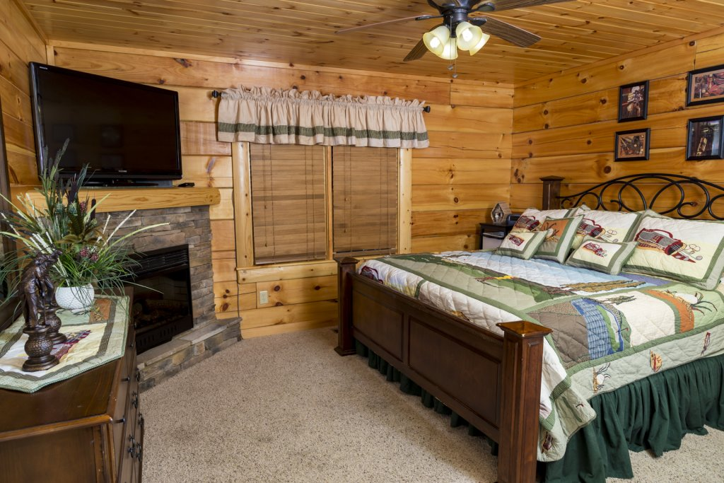 Photo of a Pigeon Forge Cabin named Owlpine Lodge - This is the twenty-sixth photo in the set.