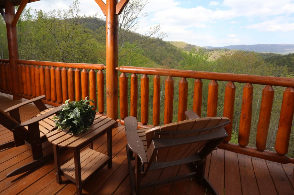 Photo of a Pigeon Forge Cabin named Mountain Dreams - This is the fourth photo in the set.