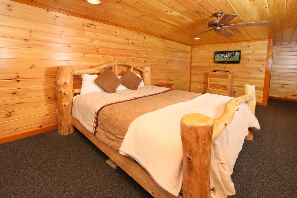 Photo of a Pigeon Forge Cabin named Smoky Mountain Cinema - This is the thirtieth photo in the set.