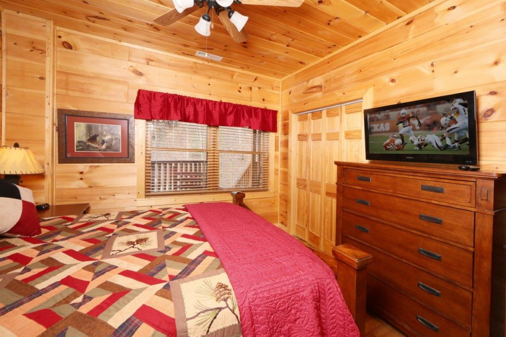 Photo of a Pigeon Forge Cabin named Smoky Mountain Getaway - This is the eighteenth photo in the set.