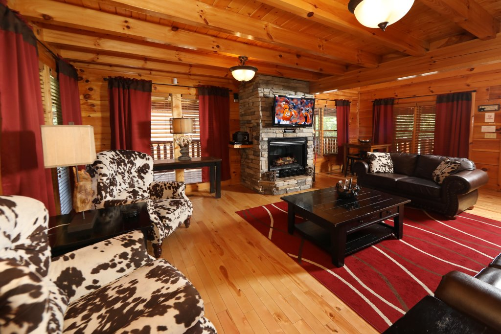 Photo of a Pigeon Forge Cabin named Playhouse Cinema - This is the twelfth photo in the set.