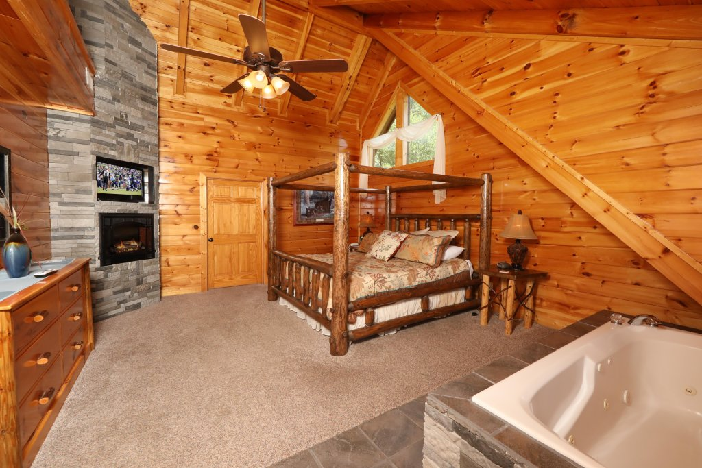Photo of a Pigeon Forge Cabin named Playhouse Cinema - This is the fourteenth photo in the set.