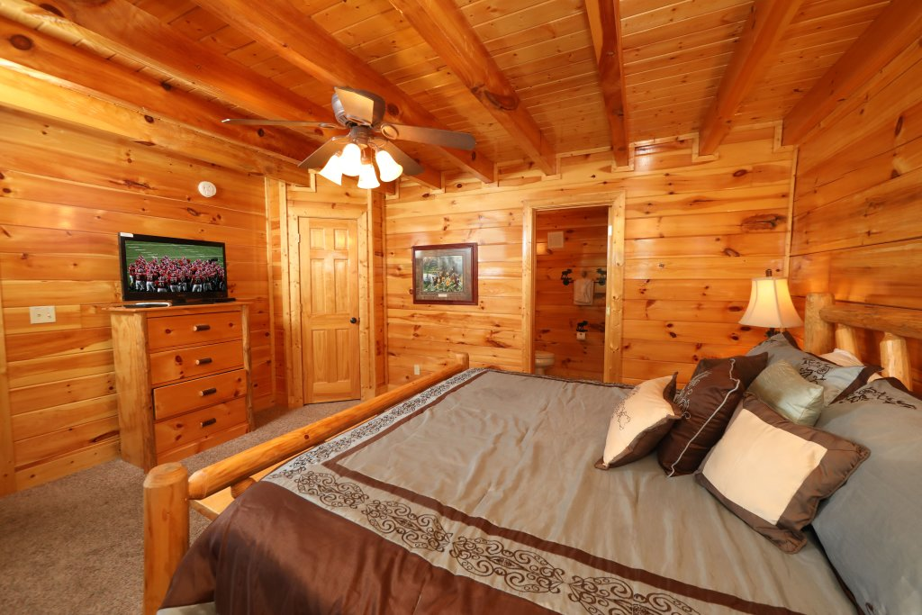 Photo of a Pigeon Forge Cabin named Playhouse Cinema - This is the eighteenth photo in the set.
