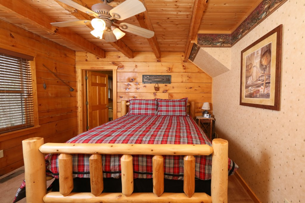 Photo of a Pigeon Forge Cabin named Tennessee Overlook - This is the fourteenth photo in the set.