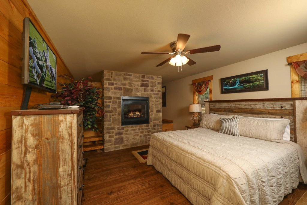 Photo of a Pigeon Forge Cabin named Misty Mountain Side - This is the fourteenth photo in the set.
