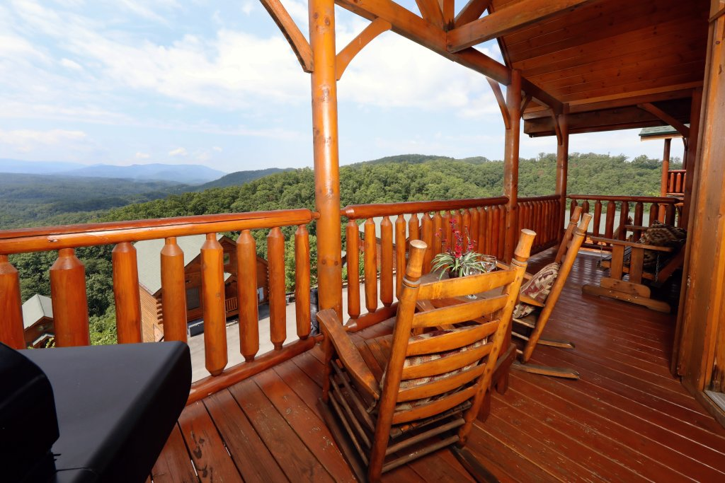 Photo of a Pigeon Forge Cabin named Up, Up & Away - This is the seventh photo in the set.