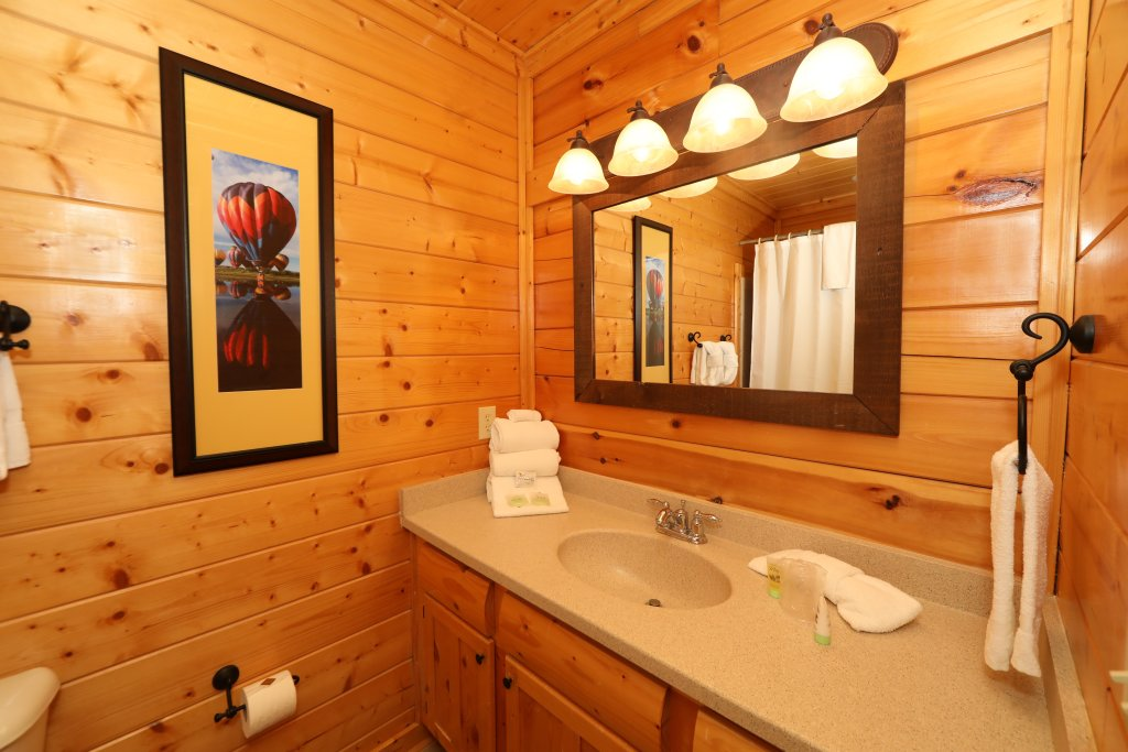 Photo of a Pigeon Forge Cabin named Up, Up & Away - This is the fourteenth photo in the set.