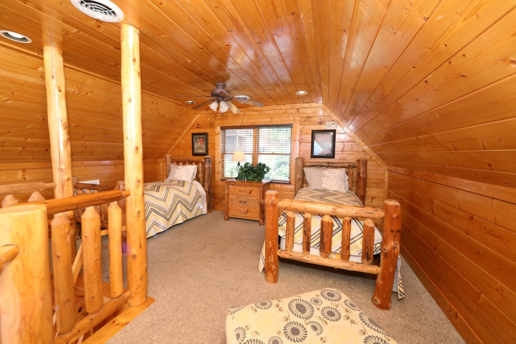 Photo of a Pigeon Forge Cabin named Up, Up & Away - This is the twenty-first photo in the set.