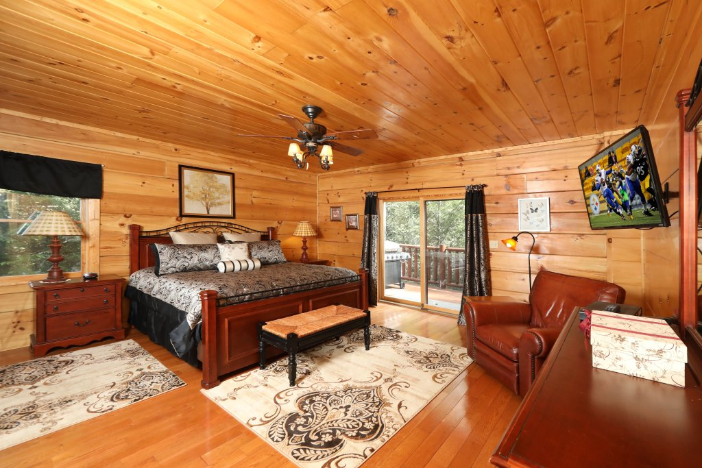 Photo of a Pigeon Forge Cabin named Majestic Manor - This is the twenty-fifth photo in the set.