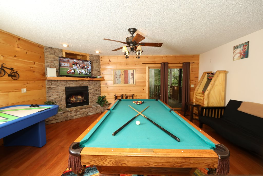 Photo of a Pigeon Forge Cabin named Majestic Manor - This is the forty-second photo in the set.