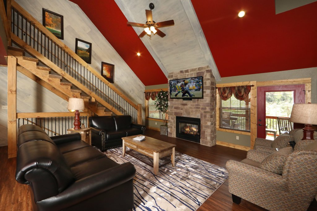 Photo of a Gatlinburg Cabin named Splash Mansion - This is the seventh photo in the set.