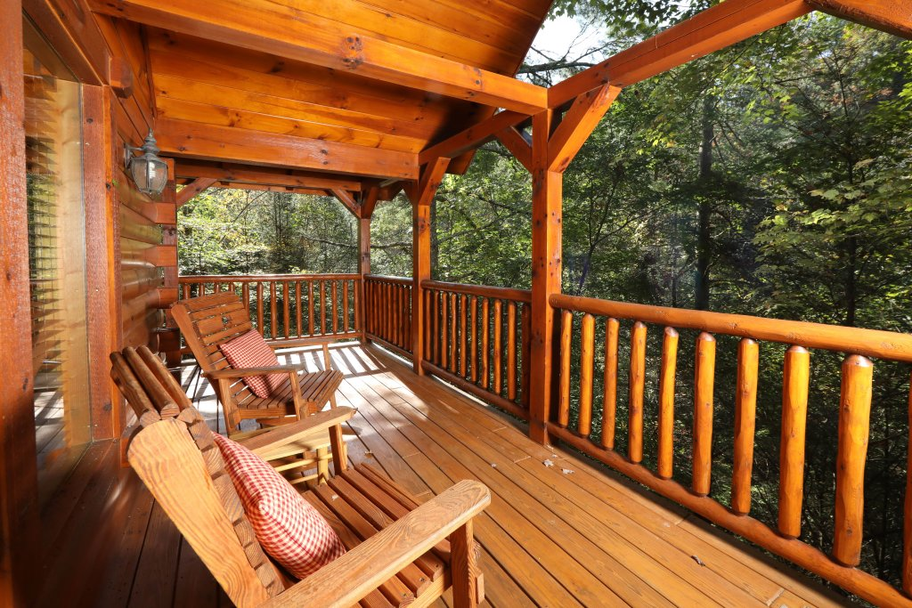 Photo of a Pigeon Forge Cabin named Smoky Bear Manor - This is the fourth photo in the set.