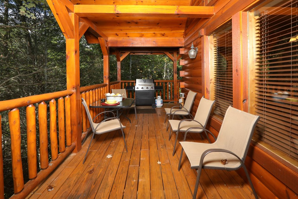 Photo of a Pigeon Forge Cabin named Smoky Bear Manor - This is the seventh photo in the set.