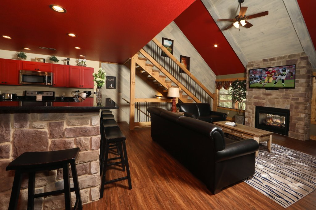 Photo of a Gatlinburg Cabin named Splash Mansion - This is the thirty-second photo in the set.