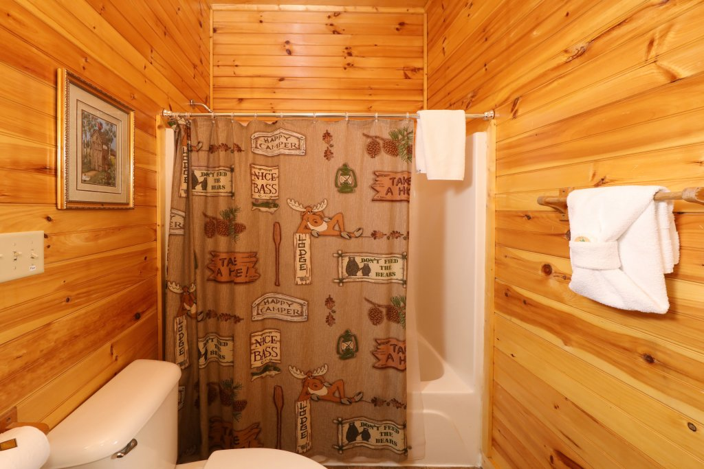 Photo of a Pigeon Forge Cabin named Smoky Bear Manor - This is the twenty-second photo in the set.