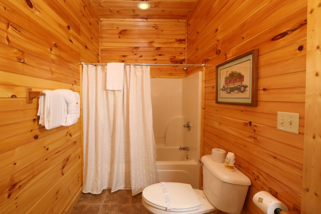 Photo of a Pigeon Forge Cabin named Smoky Bear Manor - This is the twenty-fifth photo in the set.