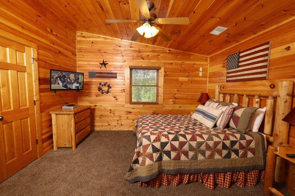 Photo of a Pigeon Forge Cabin named Smoky Bear Manor - This is the twenty-seventh photo in the set.