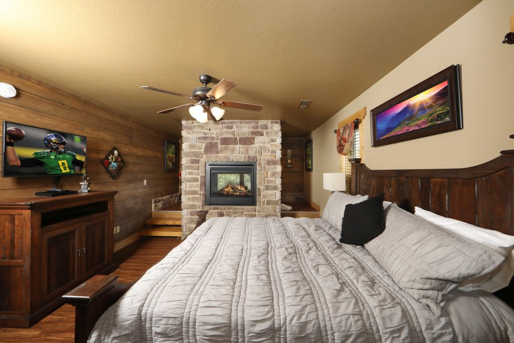 Photo of a Gatlinburg Cabin named Splash Mansion - This is the eighth photo in the set.
