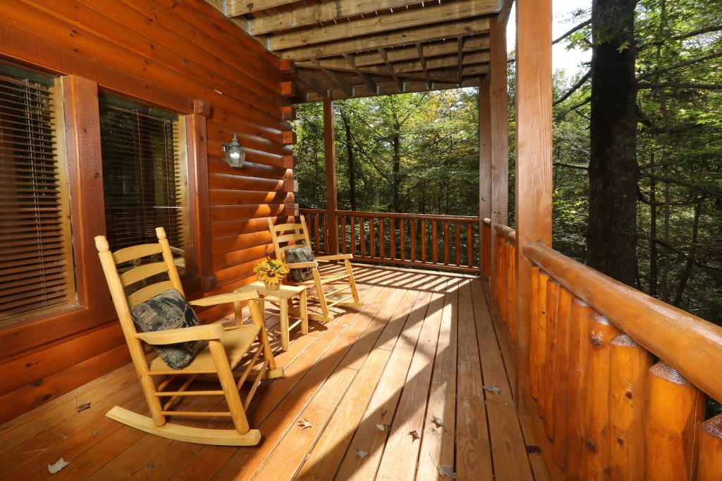 Photo of a Pigeon Forge Cabin named Smoky Bear Manor - This is the fifth photo in the set.