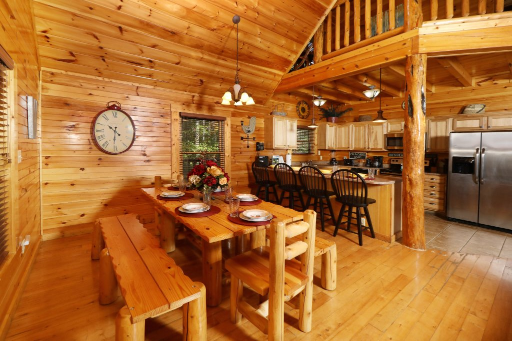 Photo of a Pigeon Forge Cabin named Smoky Bear Manor - This is the thirty-ninth photo in the set.