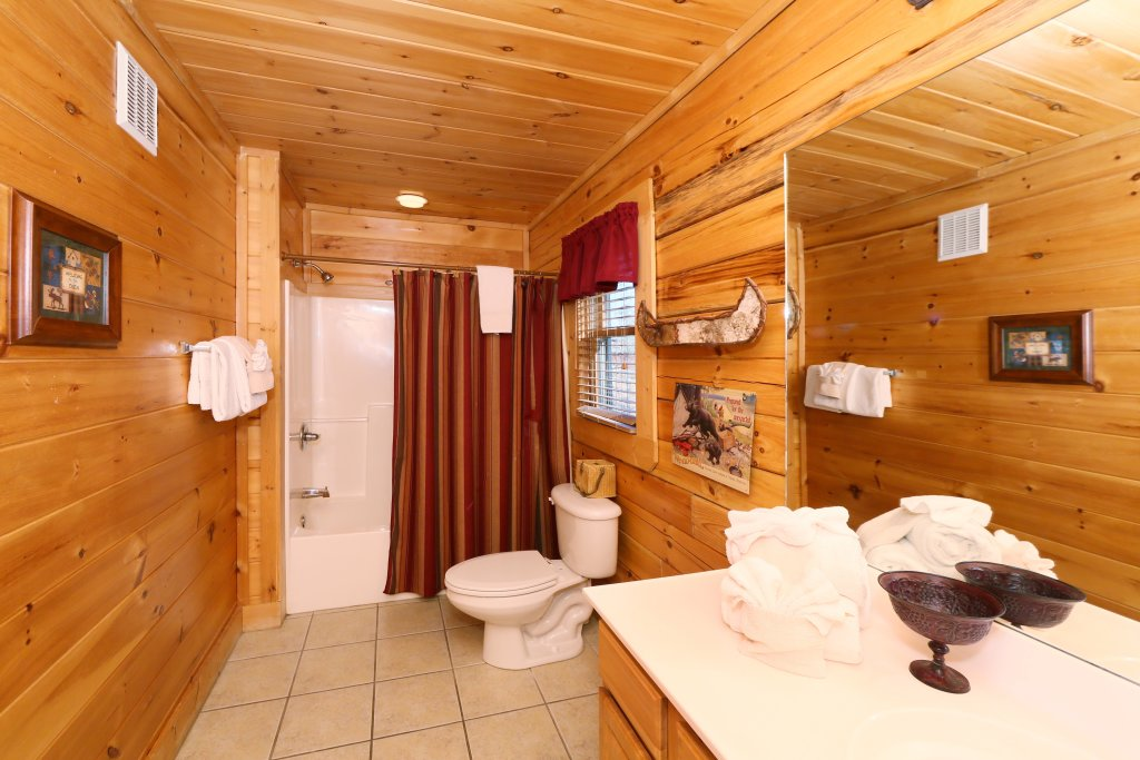 Photo of a Pigeon Forge Cabin named Take It Easy - This is the twentieth photo in the set.