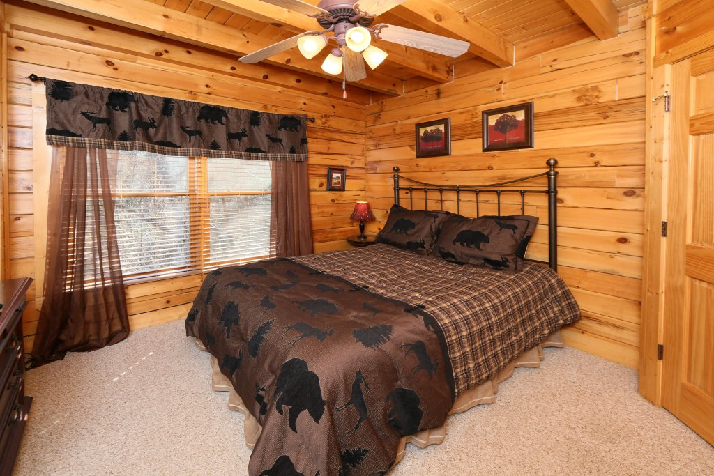 Photo of a Pigeon Forge Cabin named Take It Easy - This is the eighteenth photo in the set.