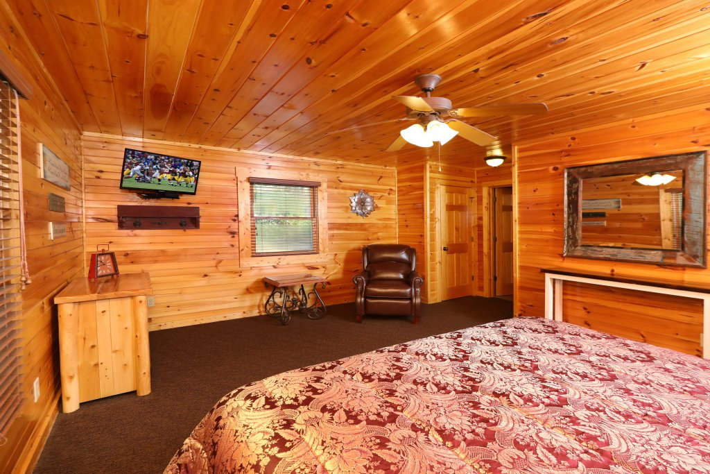 Photo of a Pigeon Forge Cabin named Smoky Bear Manor - This is the fifteenth photo in the set.