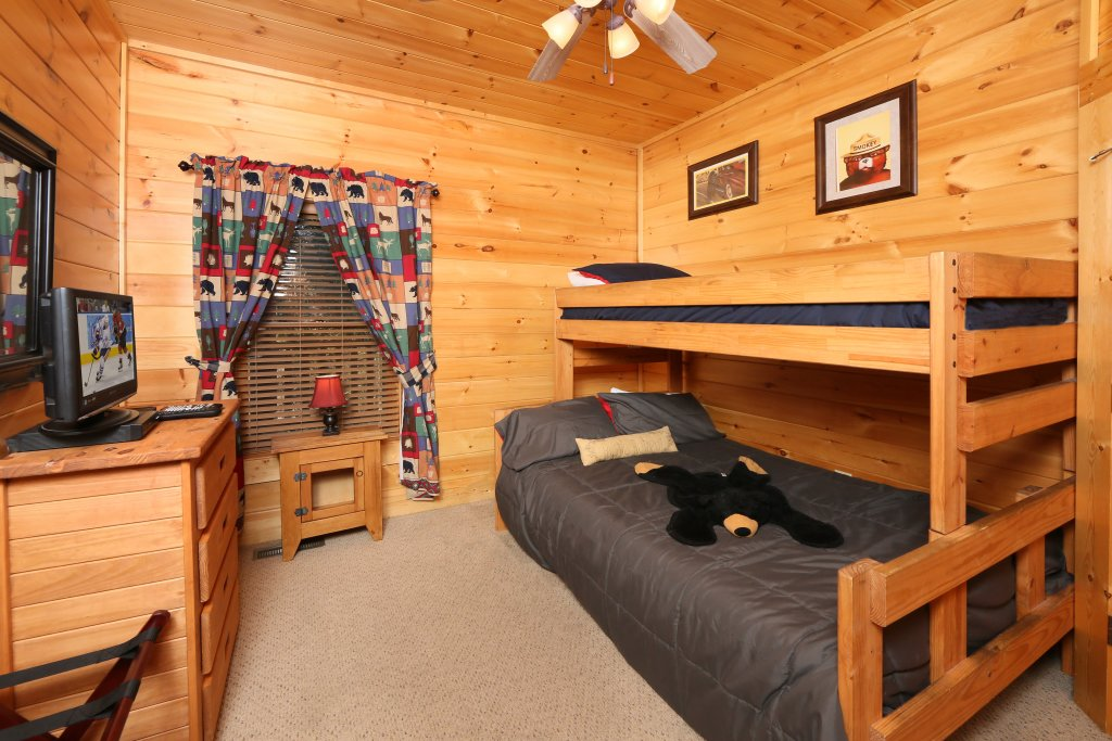 Photo of a Pigeon Forge Cabin named Take It Easy - This is the twenty-third photo in the set.