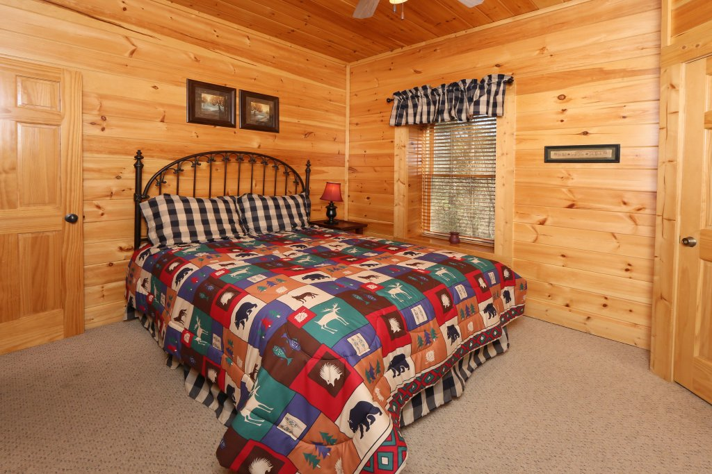Photo of a Pigeon Forge Cabin named Take It Easy - This is the sixteenth photo in the set.