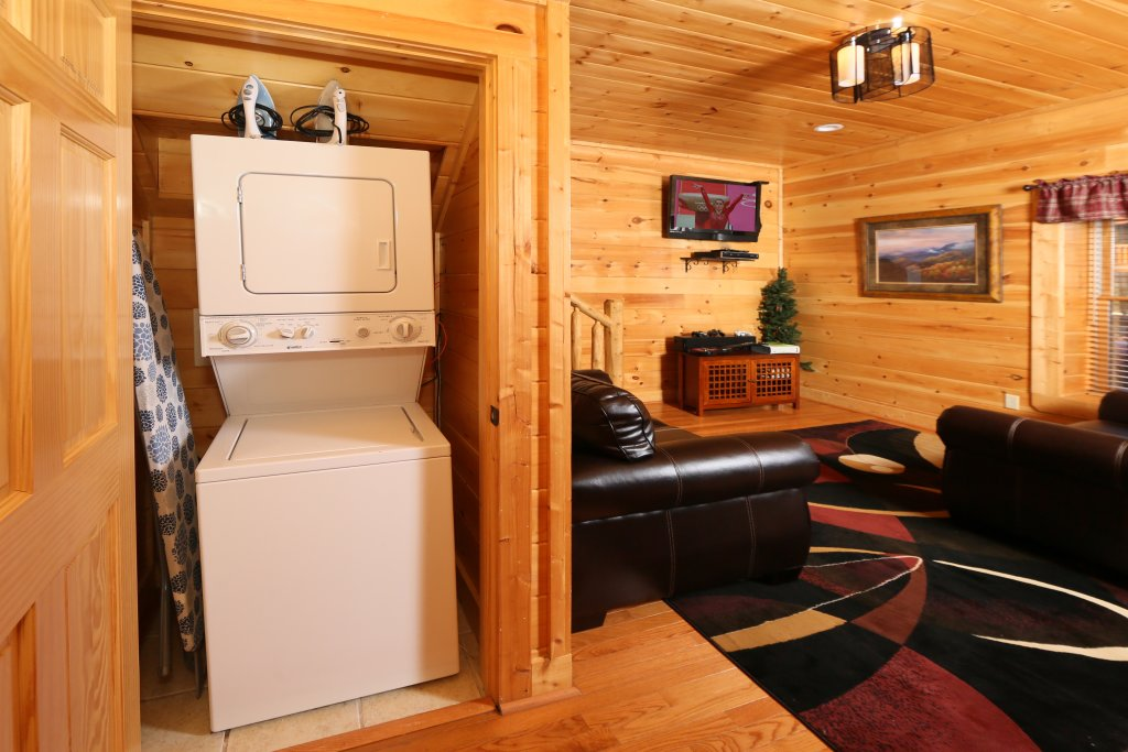 Photo of a Pigeon Forge Cabin named Take It Easy - This is the thirtieth photo in the set.