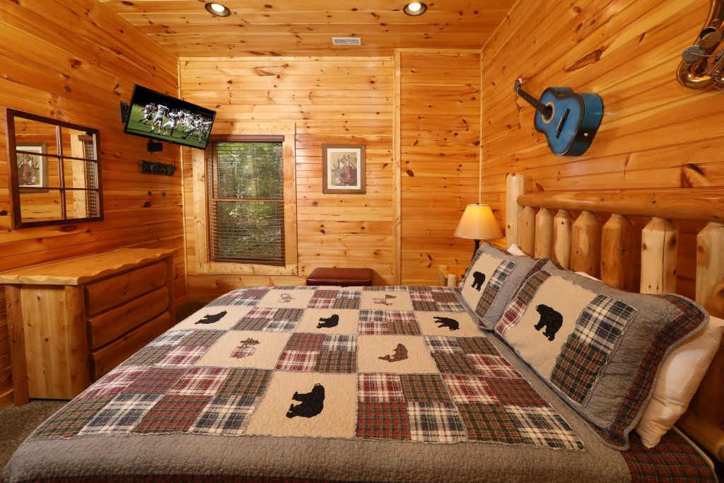 Photo of a Pigeon Forge Cabin named Smoky Bear Manor - This is the twenty-first photo in the set.