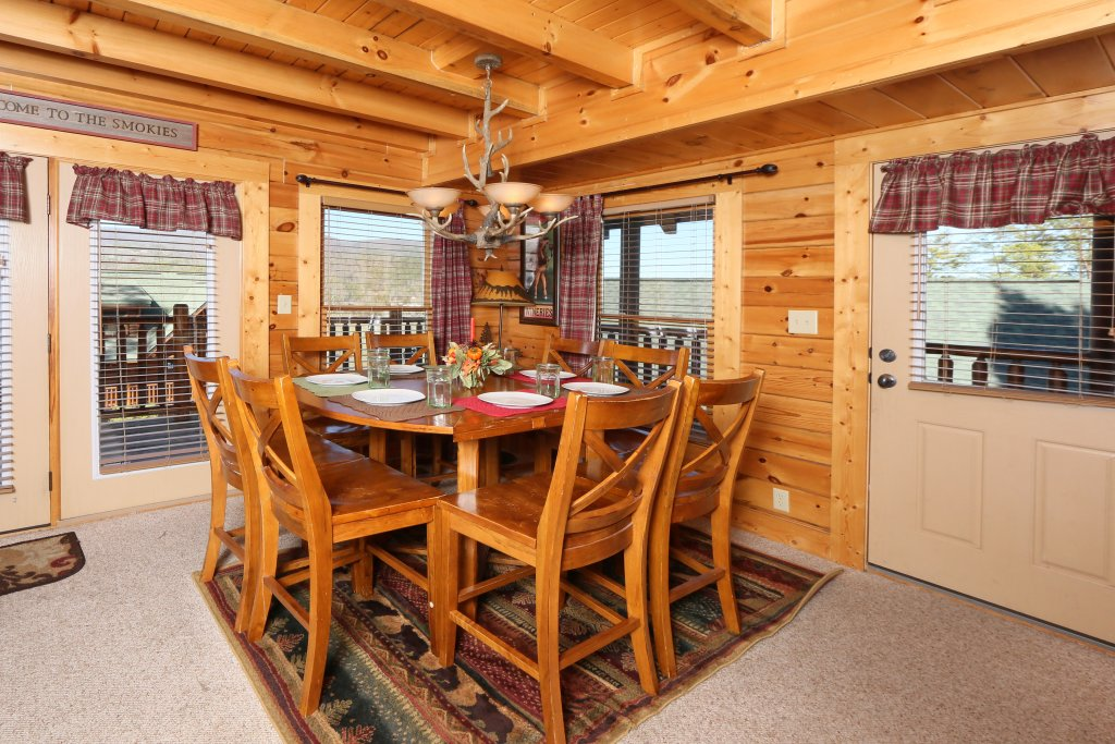 Photo of a Pigeon Forge Cabin named Take It Easy - This is the thirty-second photo in the set.