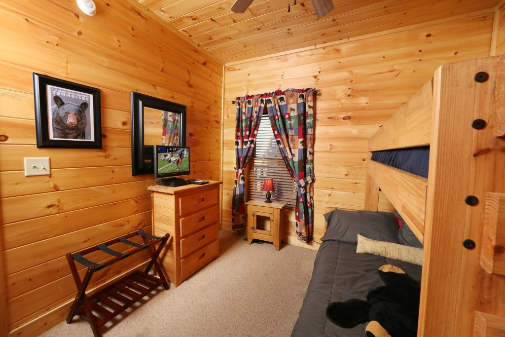 Photo of a Pigeon Forge Cabin named Take It Easy - This is the twenty-second photo in the set.