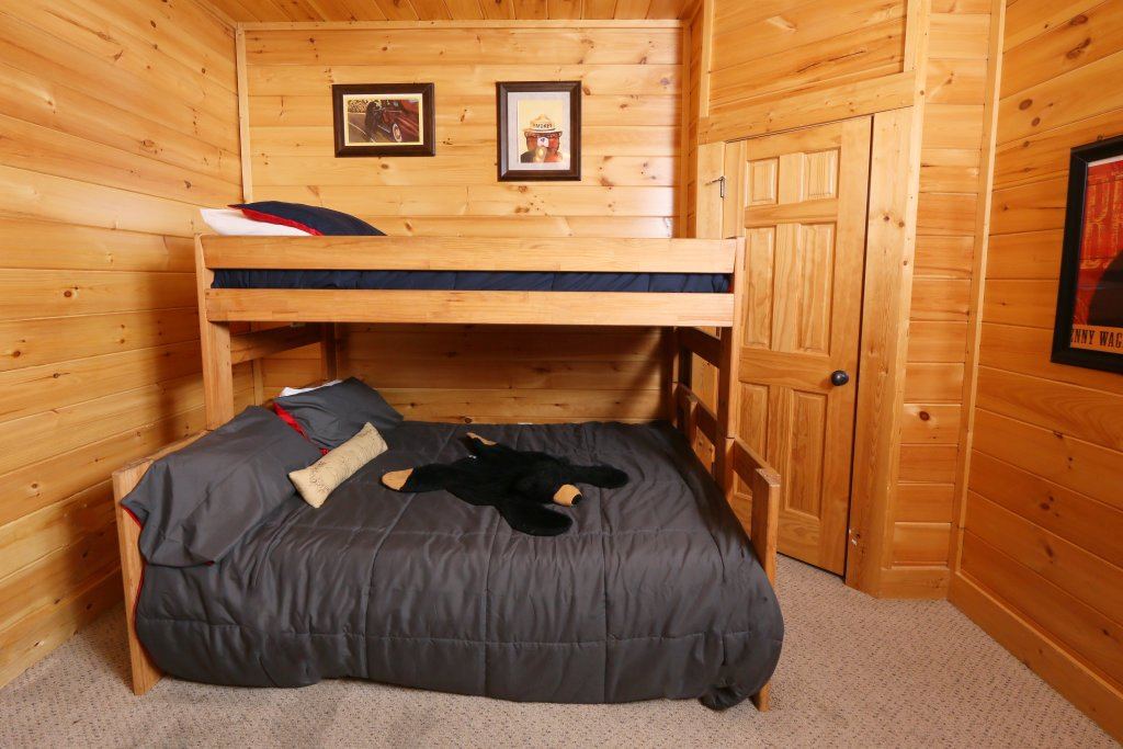 Photo of a Pigeon Forge Cabin named Take It Easy - This is the twenty-first photo in the set.