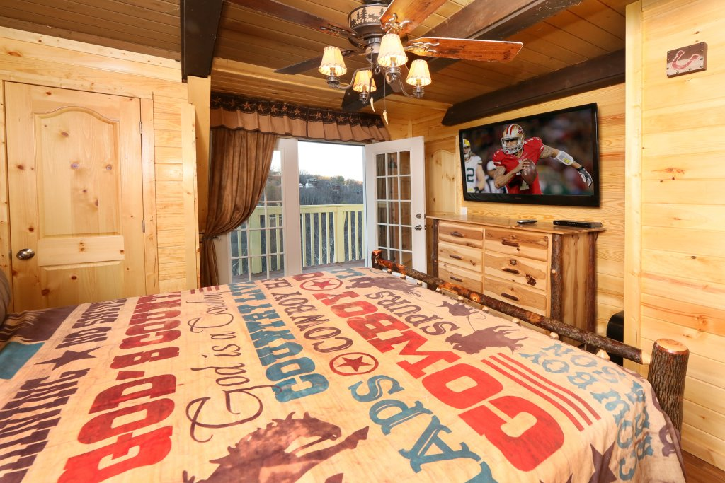 Photo of a Gatlinburg Cabin named Skyline View - This is the fourteenth photo in the set.