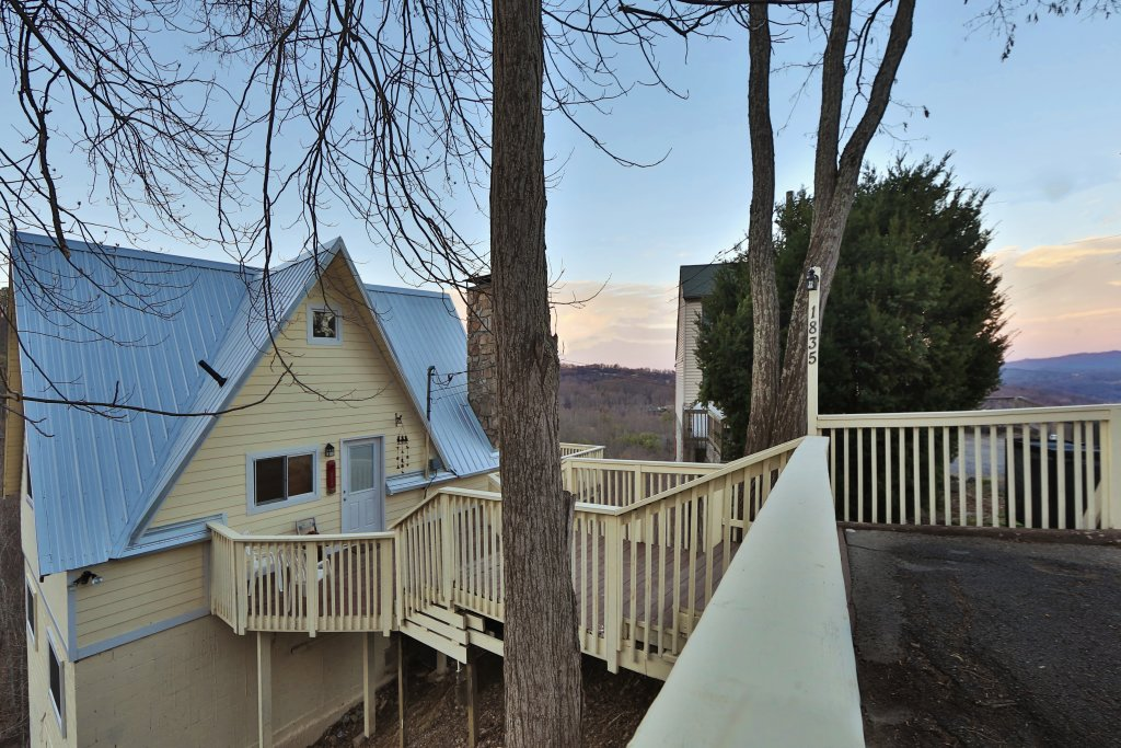 Photo of a Gatlinburg Cabin named Skyline View - This is the sixth photo in the set.