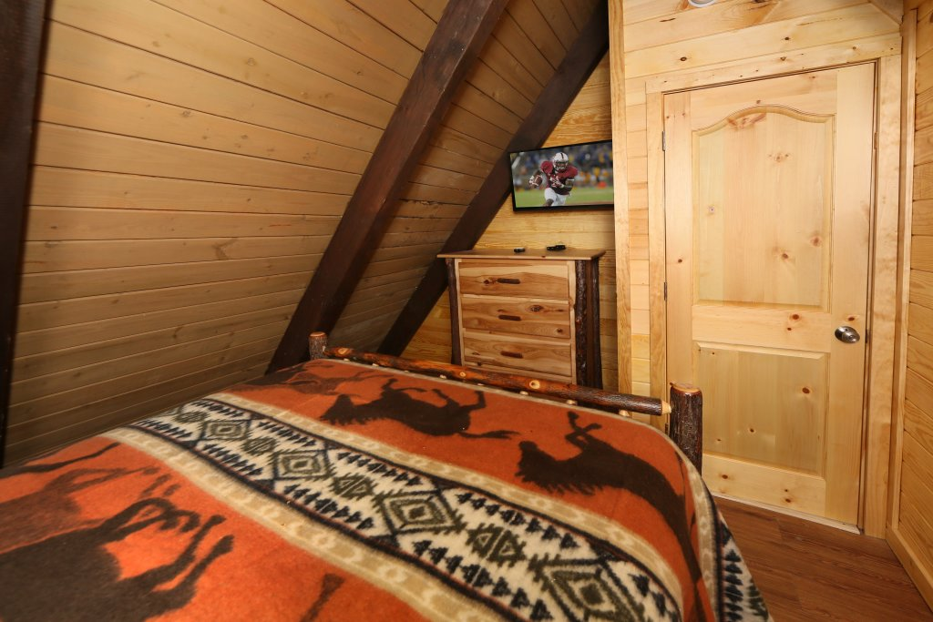 Photo of a Gatlinburg Cabin named Skyline View - This is the sixteenth photo in the set.
