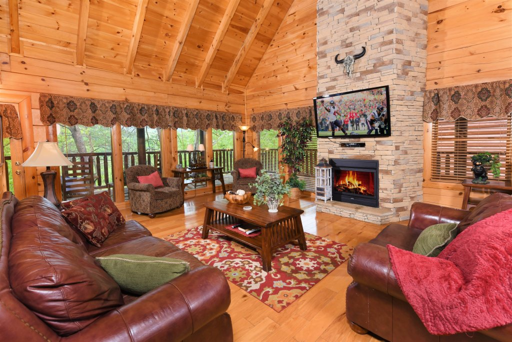 Photo of a Pigeon Forge Cabin named Almost Heaven - This is the second photo in the set.