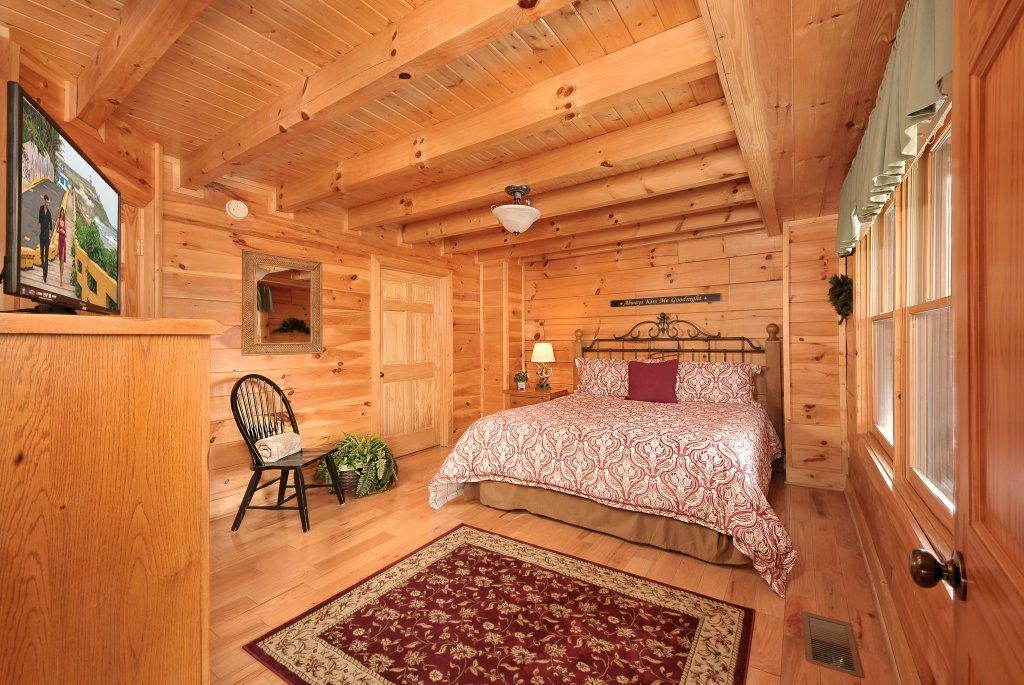Photo of a Pigeon Forge Cabin named Almost Heaven - This is the sixteenth photo in the set.