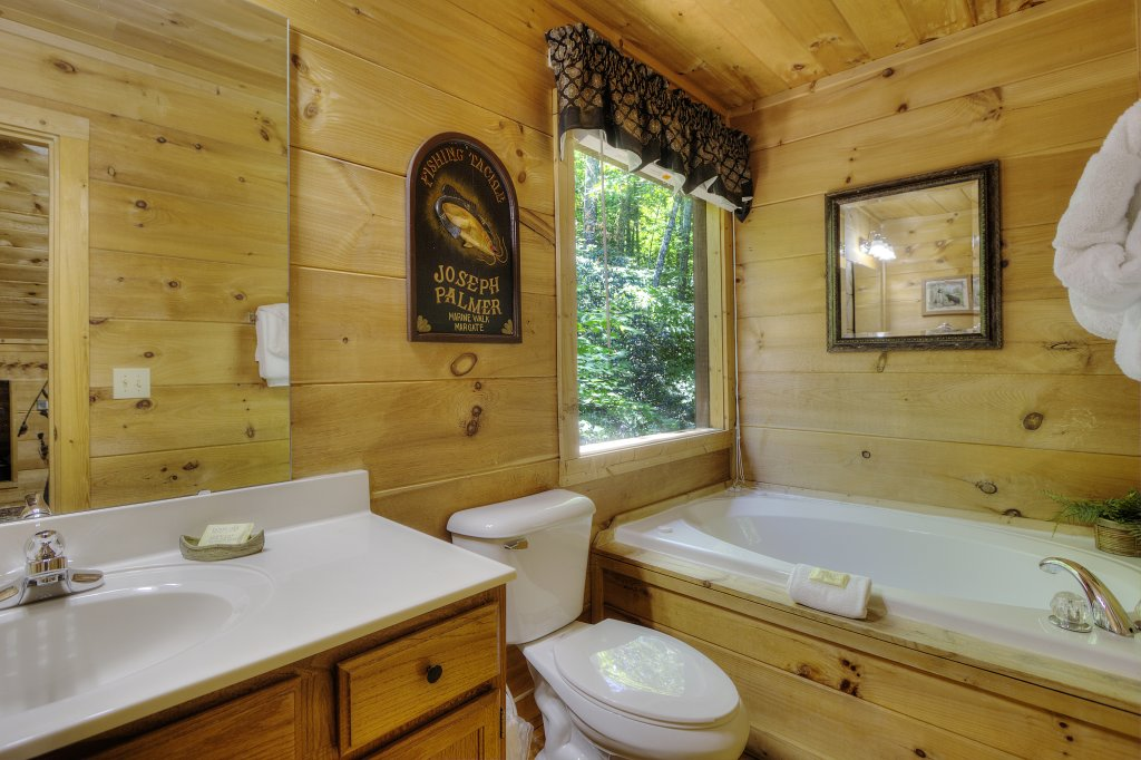 Photo of a Gatlinburg Cabin named A Secluded Bearadise #247 - This is the nineteenth photo in the set.