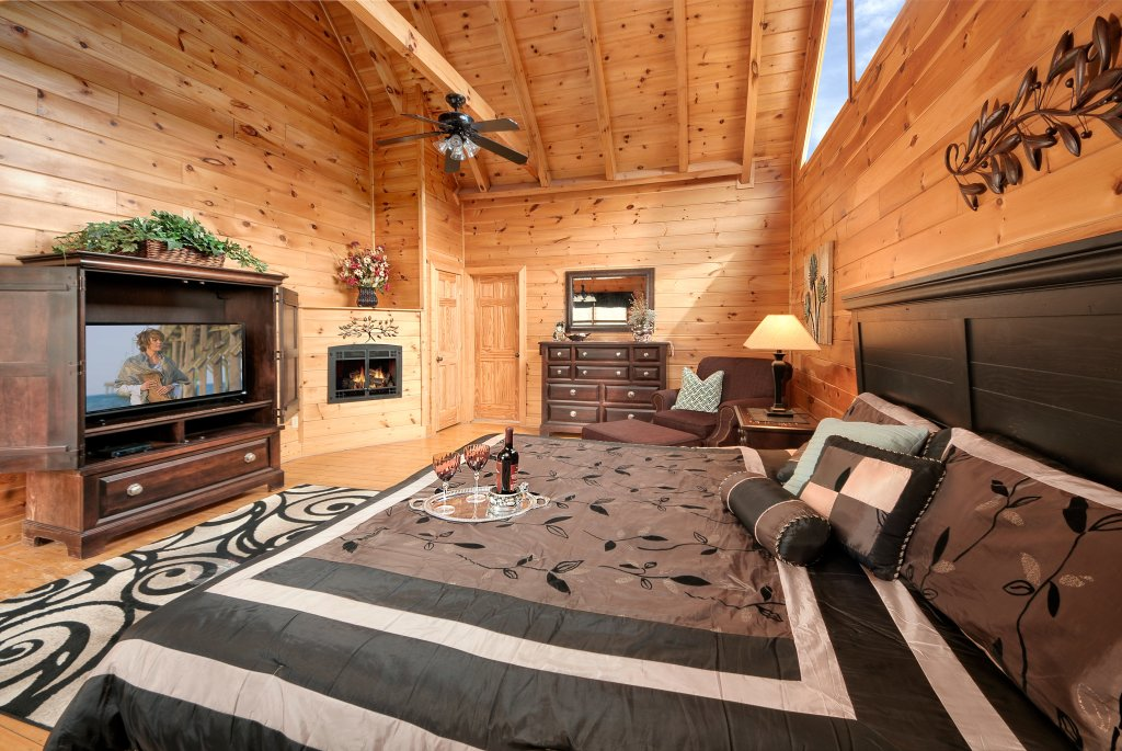 Photo of a Pigeon Forge Cabin named Almost Heaven - This is the fourteenth photo in the set.