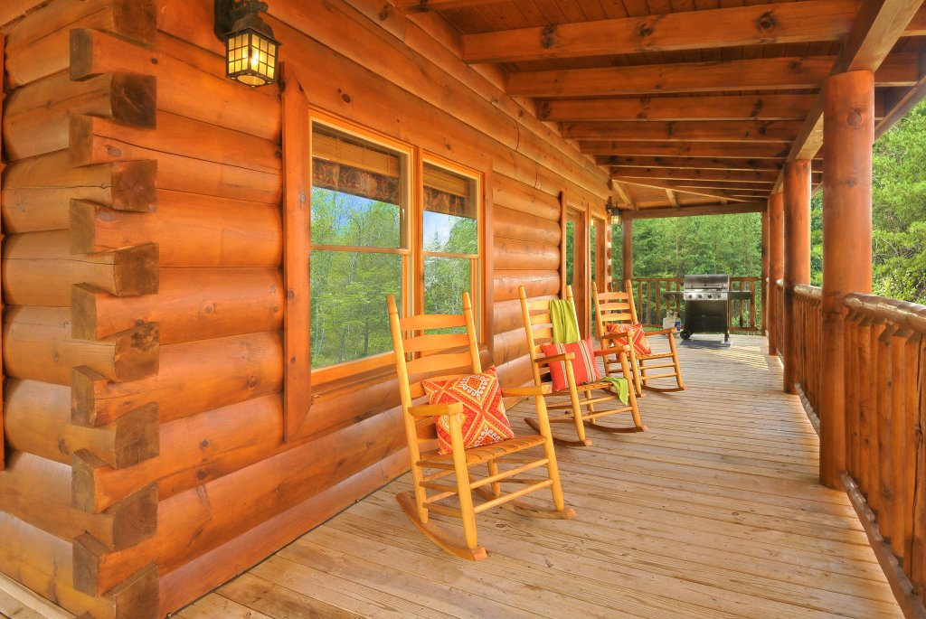 Photo of a Pigeon Forge Cabin named Almost Heaven - This is the twenty-third photo in the set.