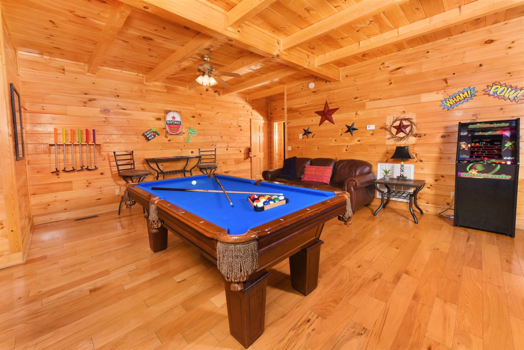 Photo of a Pigeon Forge Cabin named Almost Heaven - This is the twenty-sixth photo in the set.
