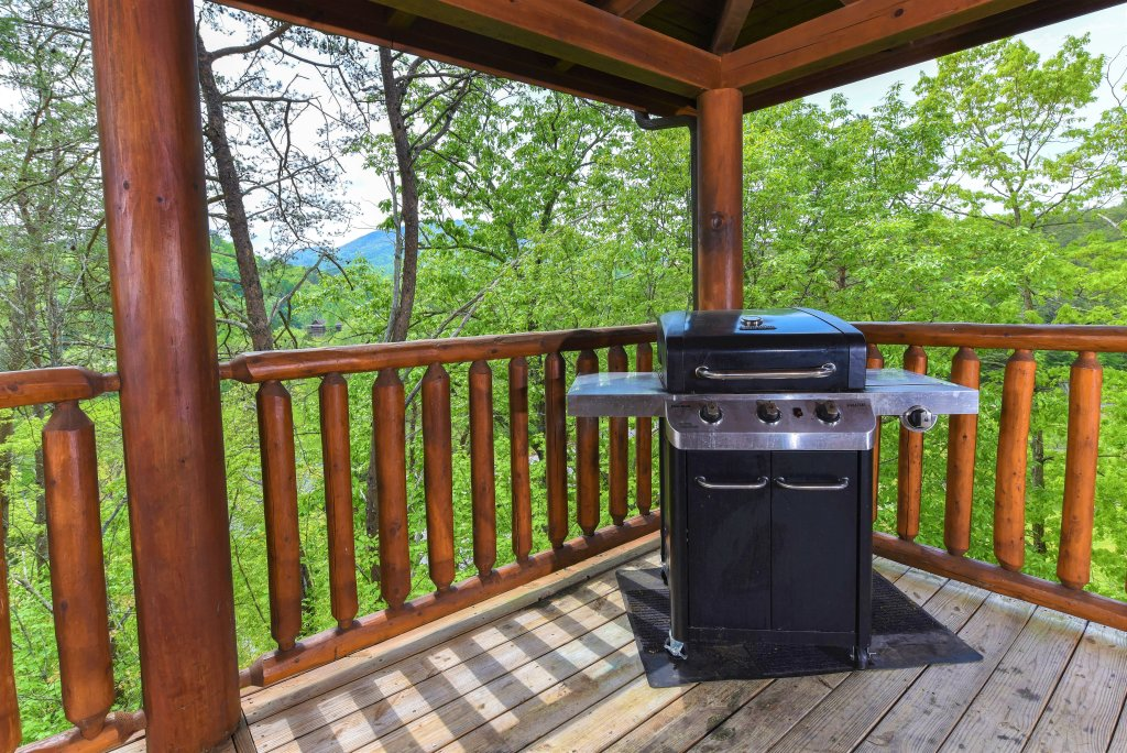 Photo of a Pigeon Forge Cabin named Almost Heaven - This is the twenty-fourth photo in the set.