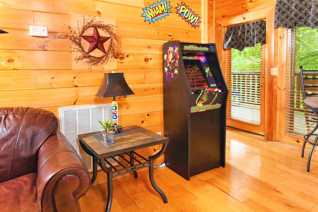 Photo of a Pigeon Forge Cabin named Almost Heaven - This is the thirty-fourth photo in the set.