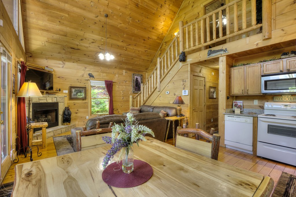 Photo of a Gatlinburg Cabin named A Secluded Bearadise #247 - This is the eighteenth photo in the set.