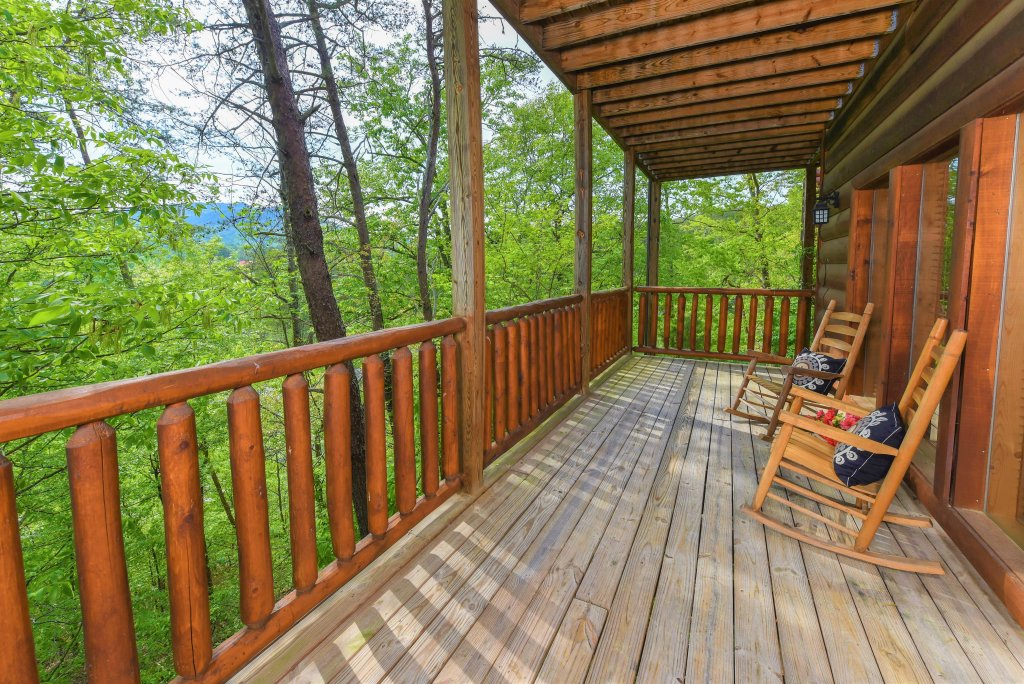 Photo of a Pigeon Forge Cabin named Almost Heaven - This is the thirty-eighth photo in the set.