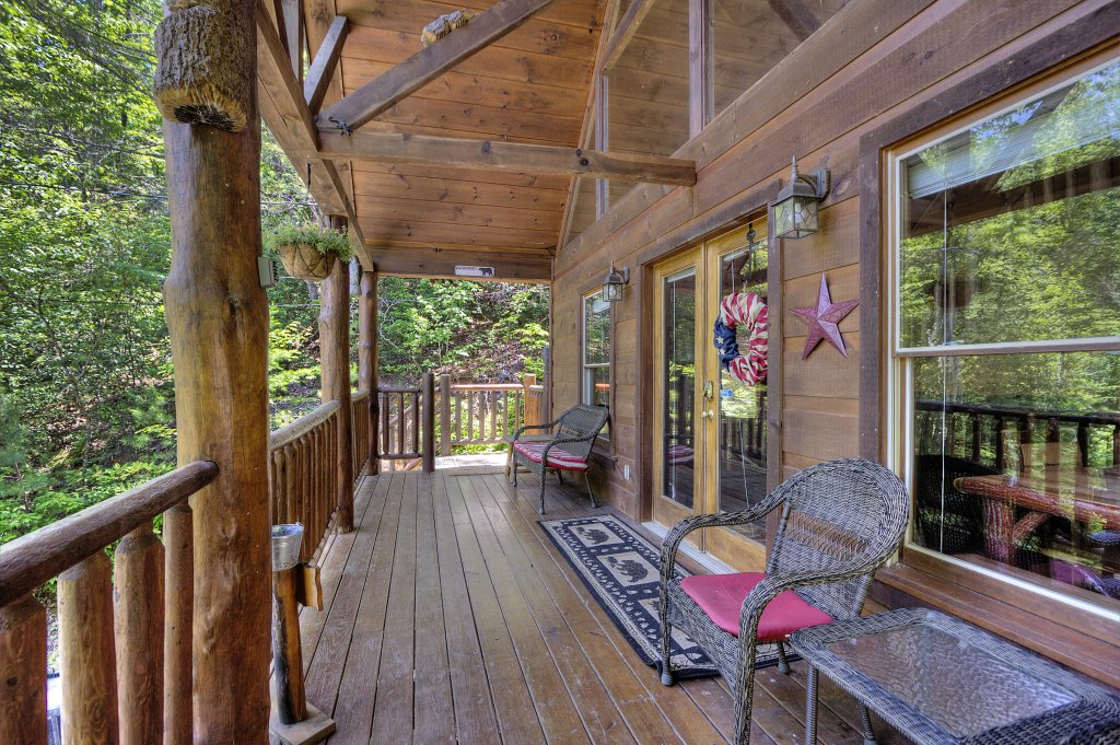 Photo of a Gatlinburg Cabin named A Secluded Bearadise #247 - This is the twenty-ninth photo in the set.
